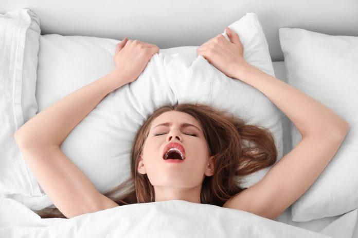 защо жените стенат и крещят по време на секс