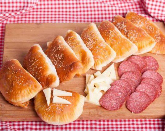 Кифли със сирене и салам без мая