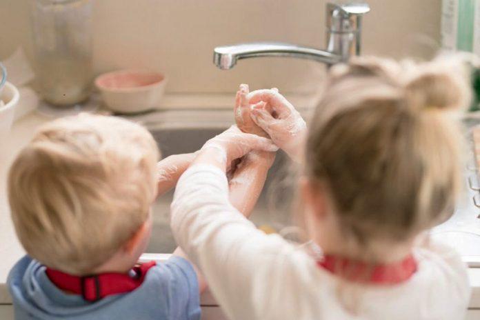 Как да защитите децата си от бактерии