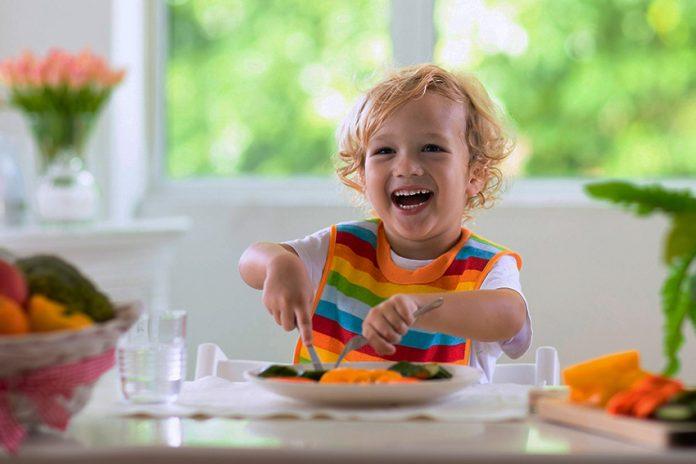 Как да храним детето и кои храни са полезни за неговото развитие