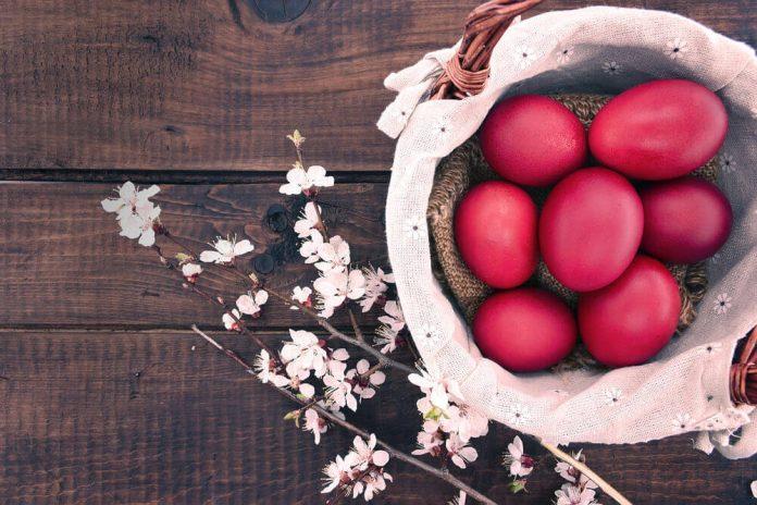 Варени и боядисани яйца